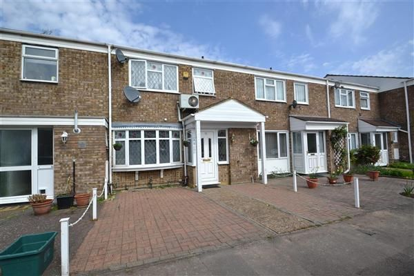 3 bed terraced house to rent in Nursery Close, Feltham