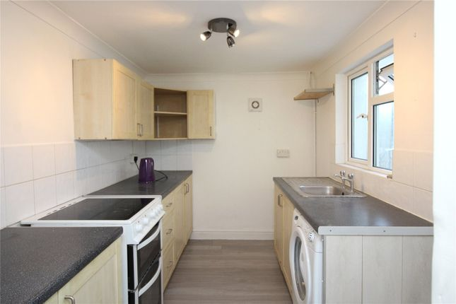 2 bed terraced house to rent in Salisbury Road, Gravesend, Kent