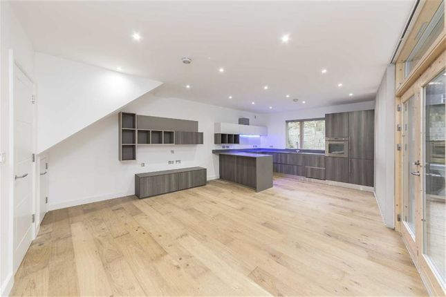 Thumbnail Property to rent in Moray Mews, London