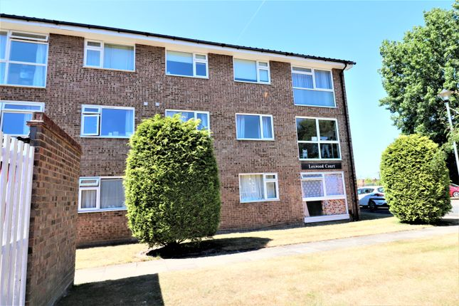 2 bed flat to rent in Loxwood Court, Mortlake Close, Beddington, Surrey CR0