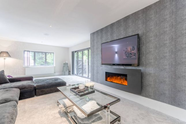 Thumbnail Detached house for sale in Goldings Rise, Loughton