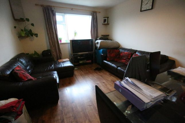 Thumbnail Flat to rent in Colnbrook Court, Old Bath Road, Slough, Berkshire