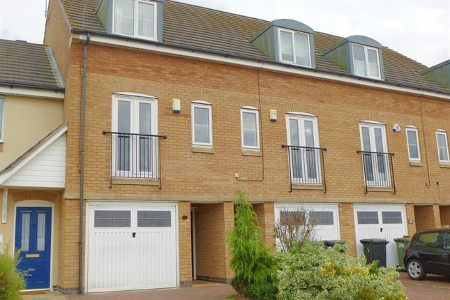 3 bedroom terraced house to rent in Beaumont Way, Hampton Hargate, Peterborough