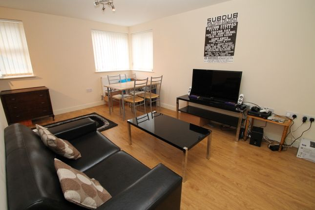 1 bed flat to rent in Edwin Road, Hyde Park, Leeds