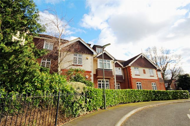 Thumbnail Flat for sale in The Quadrant, Brighton Road, Addlestone, Surrey