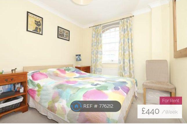 Bedroom of Stirling Court, London EC1V