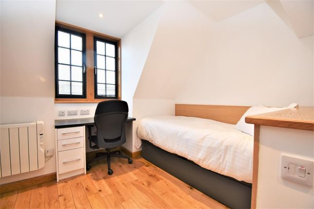 Thumbnail Studio to rent in Station Road, West Drayton