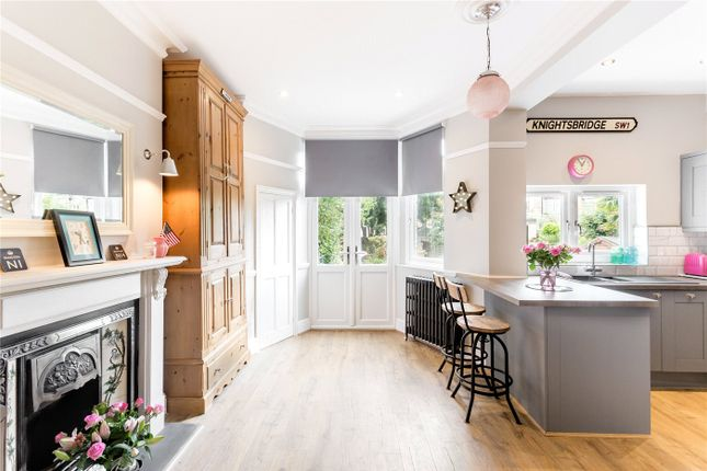 Thumbnail Terraced house for sale in Chimes Avenue, London