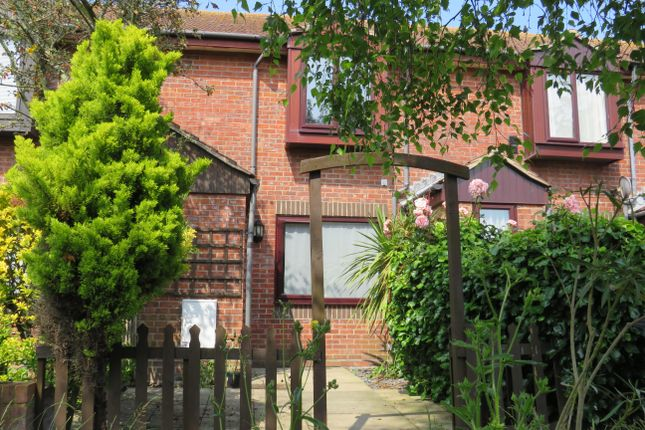 2 bed property to rent in Glenmore Mews, Eastbourne BN21