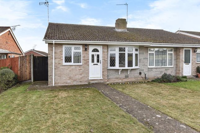 Thumbnail Bungalow to rent in Hungerford Drive, Maidenhead
