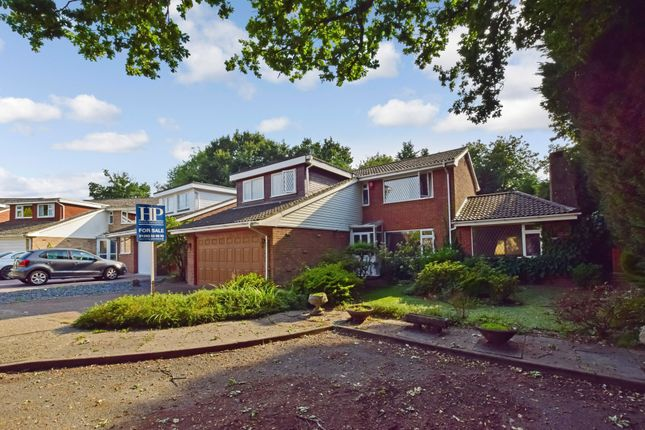 Thumbnail Detached house to rent in Royston Close, Crawley
