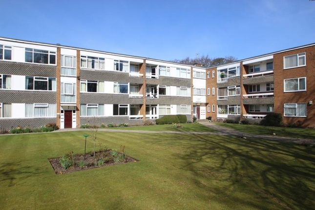 2 bed flat to rent in Avondale Court, Moortown, Leeds LS17
