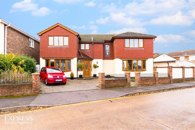 Thumbnail Detached house for sale in Nursery Close, Rayleigh, Essex