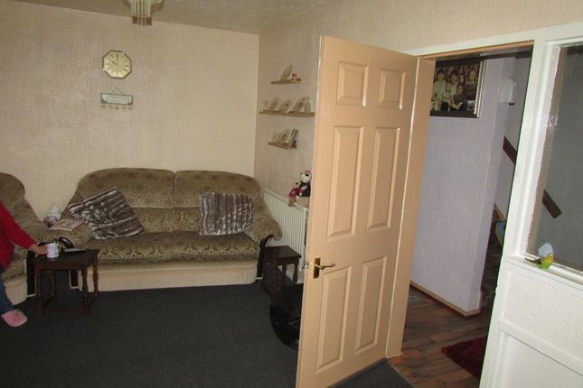 Lounge of Bradstone Road, East Herringthorpe S65