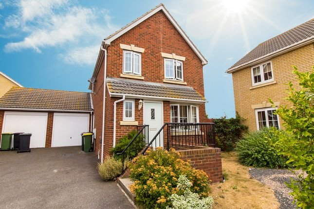 Thumbnail Link-detached house for sale in Havengore Close, Great Wakering