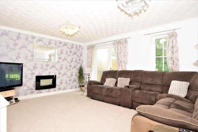 Thumbnail Detached house for sale in Jackdaw Close, Poplars, Stevenage, Hertfordshire
