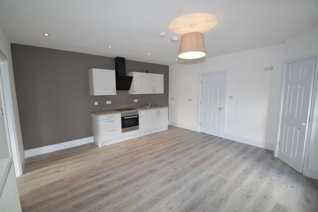 2 bed flat to rent in Bury Old Road, Prestwich, Manchester