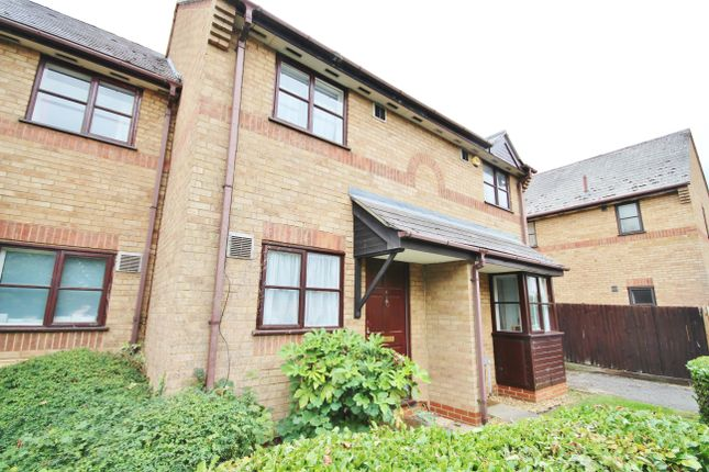 Thumbnail Terraced house to rent in Angus Close, Cambridge