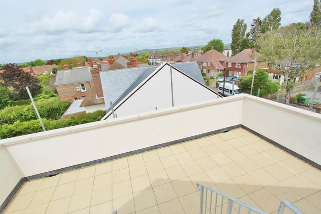 2 bedroom penthouse to rent in Mill Road, Worthing