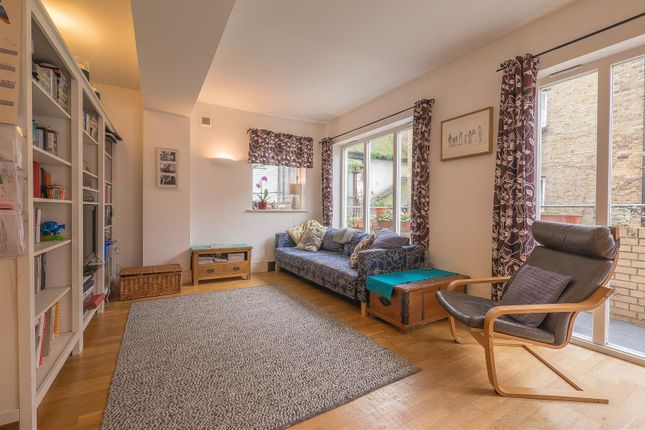 Thumbnail Flat for sale in Market Place, Hertford