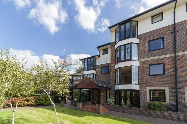 Thumbnail Flat to rent in Barnfield Place, London