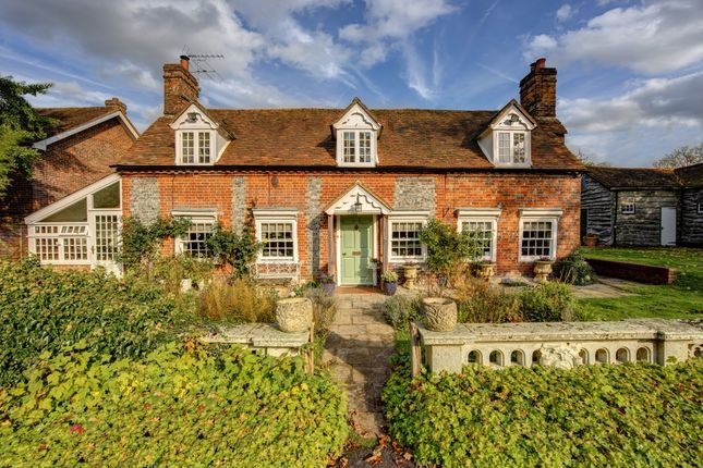 Thumbnail Detached house to rent in Main Street, Stoke Row, Henley-On-Thames
