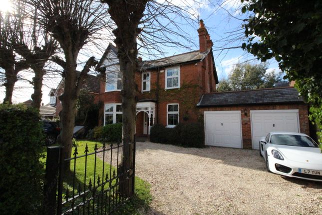 Thumbnail Detached house for sale in Victoria Road, Tilehurst, Reading