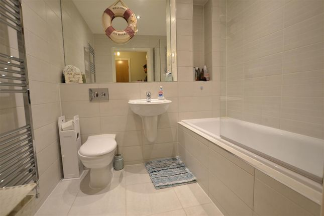 Thumbnail Flat to rent in Otter Way, West Drayton