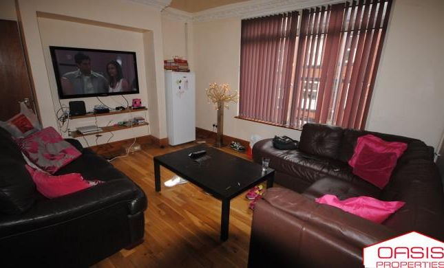 Terraced house to rent in 48 Manor Drive, Hyde Park LS6 1De
