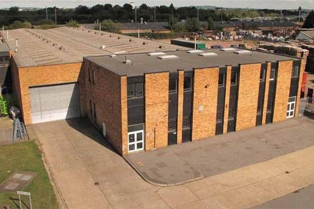 Thumbnail Industrial to let in Unit 8, International Trading Estate, Trident Way, Southall, Middlesex