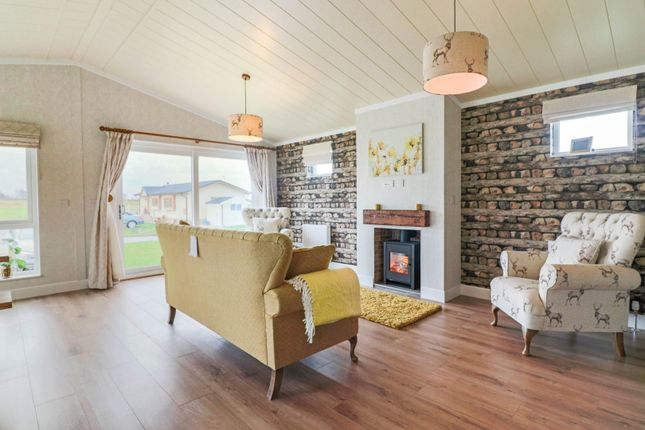 Thumbnail Lodge for sale in Brigg Road, Caistor