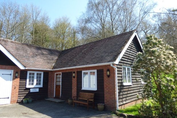 Thumbnail Cottage to rent in Hastings Road, Lamberhurst, Tunbridge Wells