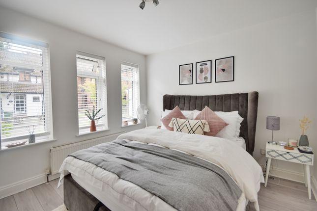 Thumbnail Maisonette to rent in Oakdene Close, Hatch End, Pinner