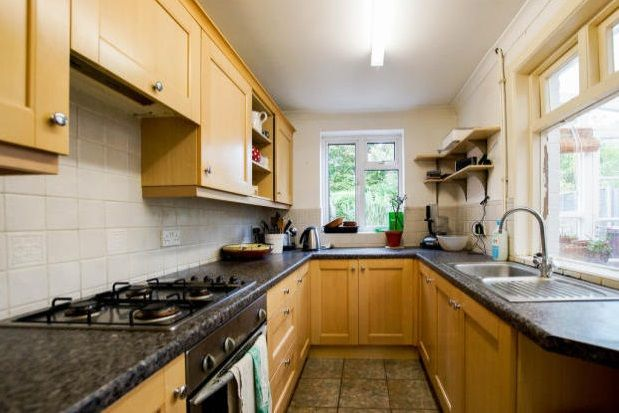 Thumbnail Property to rent in Winden Avenue, Chichester