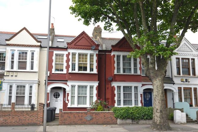 Thumbnail Flat to rent in Cavendish Road, Clapham