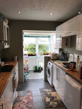 Thumbnail Detached bungalow to rent in Broom Close, Calcot, Reading