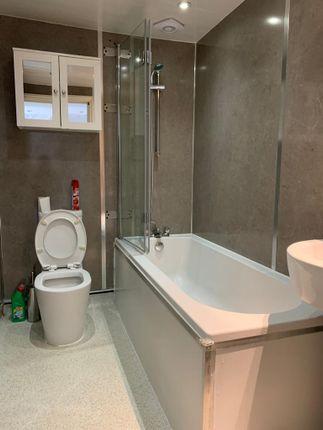 F/F Bathroom of Essex Road, Barking IG11