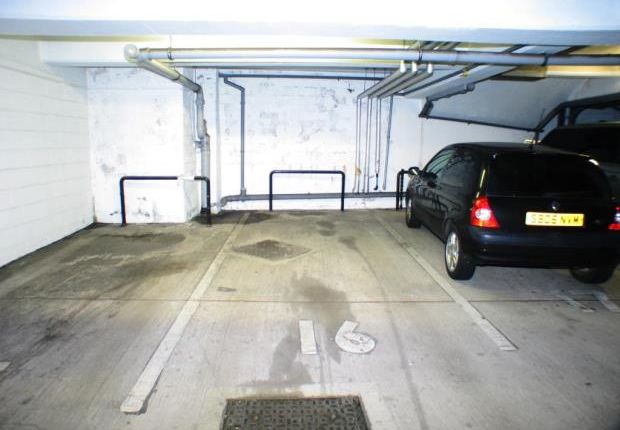 Parking/garage to rent in High Riggs, Edinburgh, Midlothian