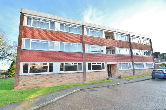 Flat to rent in Richmond Road, Barnet