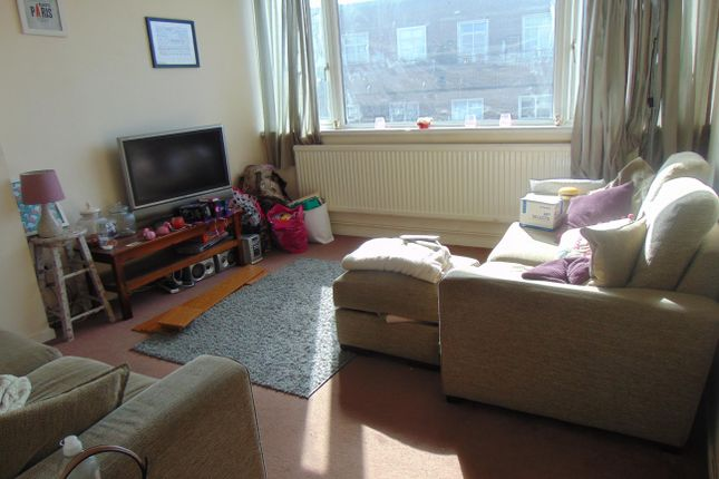 Thumbnail Flat to rent in Queen Street, Hitchin