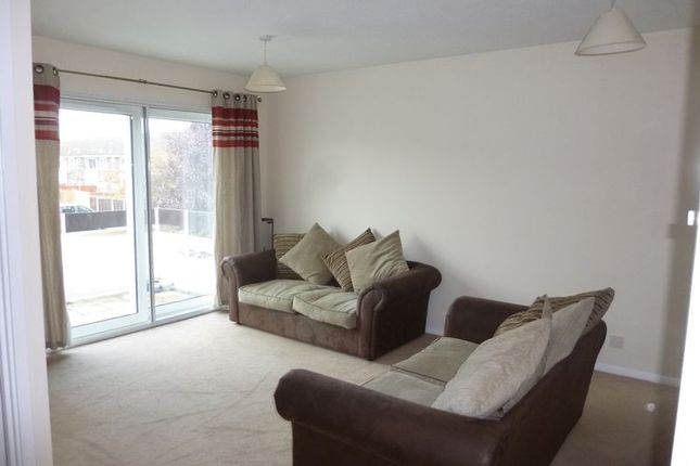 Thumbnail Maisonette to rent in Pennine Way, Harlington, Hayes