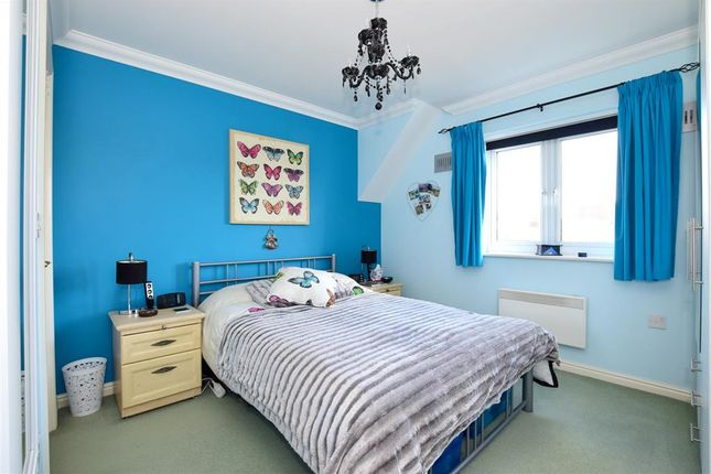 Thumbnail Flat for sale in Galloway Drive, Kennington, Ashford, Kent