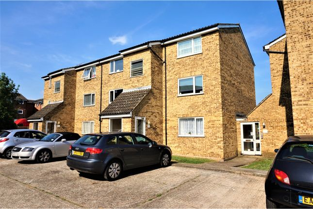 Thumbnail Flat for sale in Swans Hope, Loughton