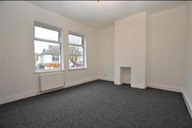 3 bed terraced house to rent in Biscot Road, Luton LU3