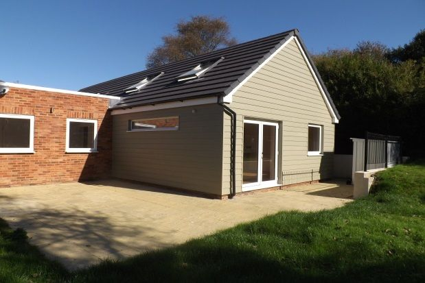 Thumbnail Bungalow to rent in Mutton Hall Hill, Heathfield