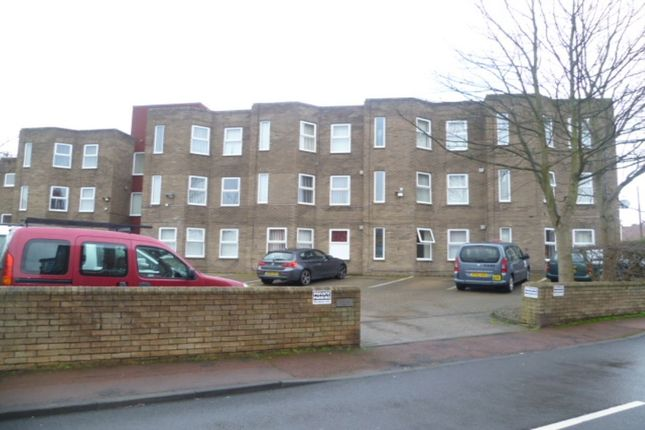 Thumbnail Flat to rent in Cromwell Court, Gateshead