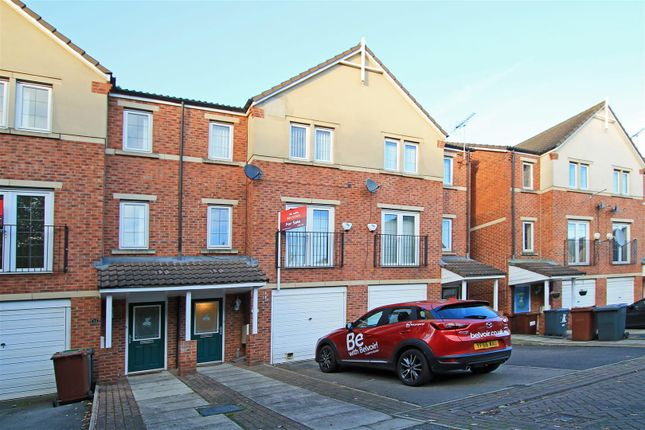 Thumbnail Town house to rent in Fielding Way, Morley, Leeds