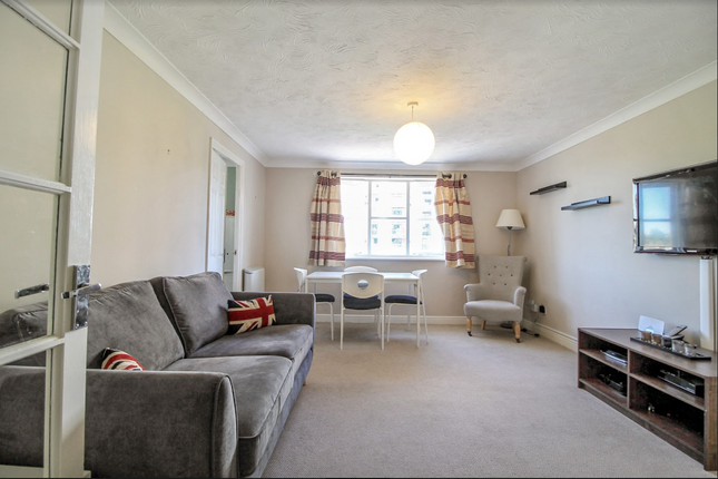2 bed flat to rent in Armoury Road, London