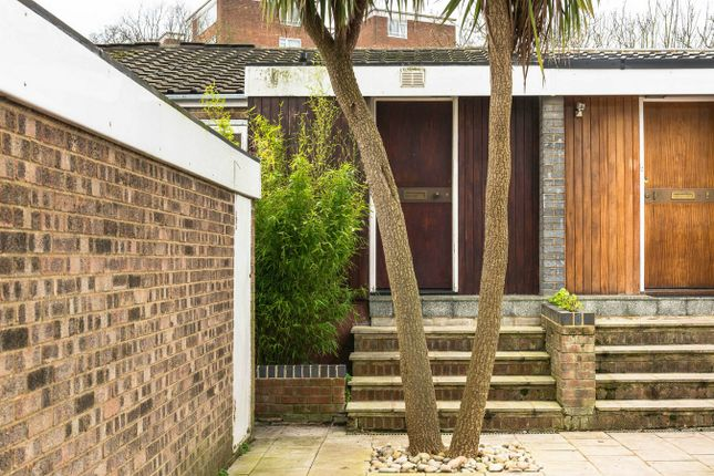Thumbnail Town house for sale in Giles Coppice, London