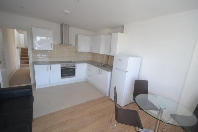 3 bed flat to rent in Harvist Road, London